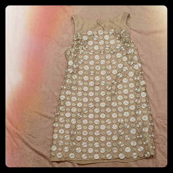 Alexia Admor Dresses & Skirts - Alexia Admor Metallic Circle Shift Dress
